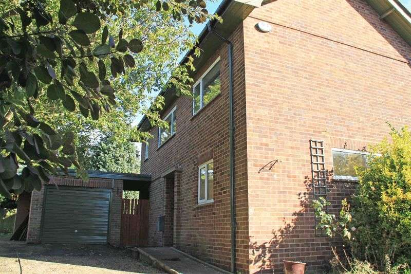 3 Bedrooms Detached House for sale in St. Lawrence Close, Canterbury