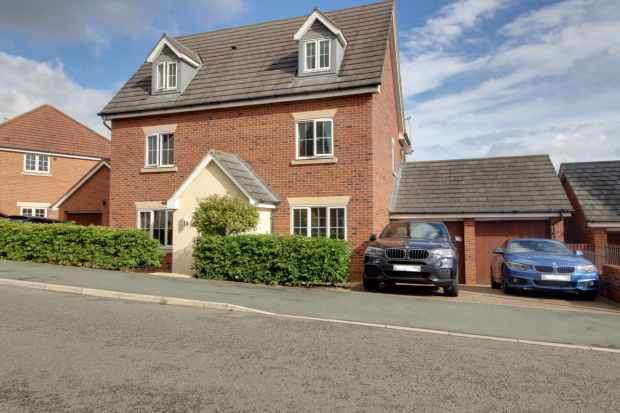 5 Bedrooms Detached House for sale in St Augustines Drive, Weston, Cheshire, CW2 5FE