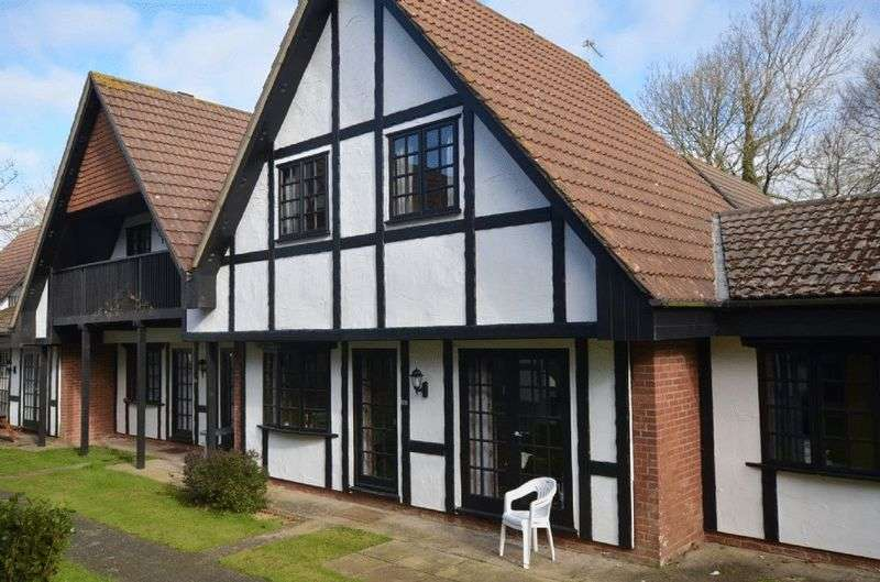 4 Bedrooms Terraced House for sale in 20 Tudor Court, Tolroy Manor