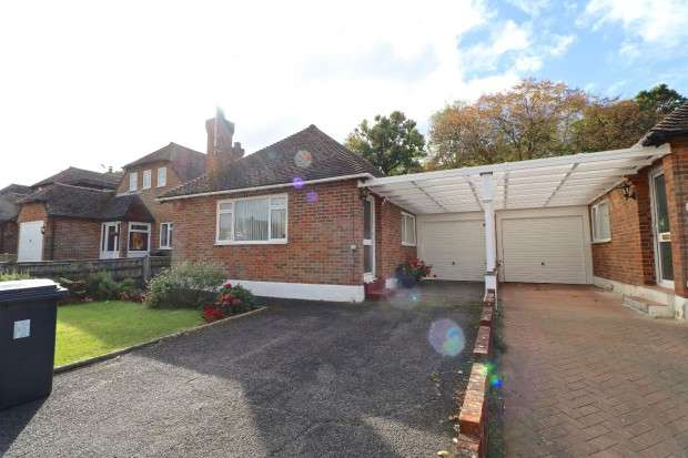 2 Bedrooms Bungalow for sale in Harebeating Crescent, Hailsham, BN27