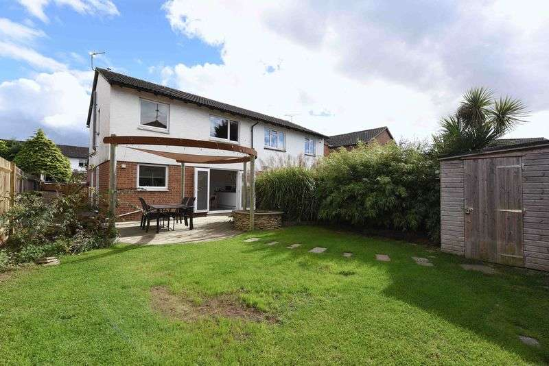3 Bedrooms Semi Detached House for sale in Hatfield Court, Calcot