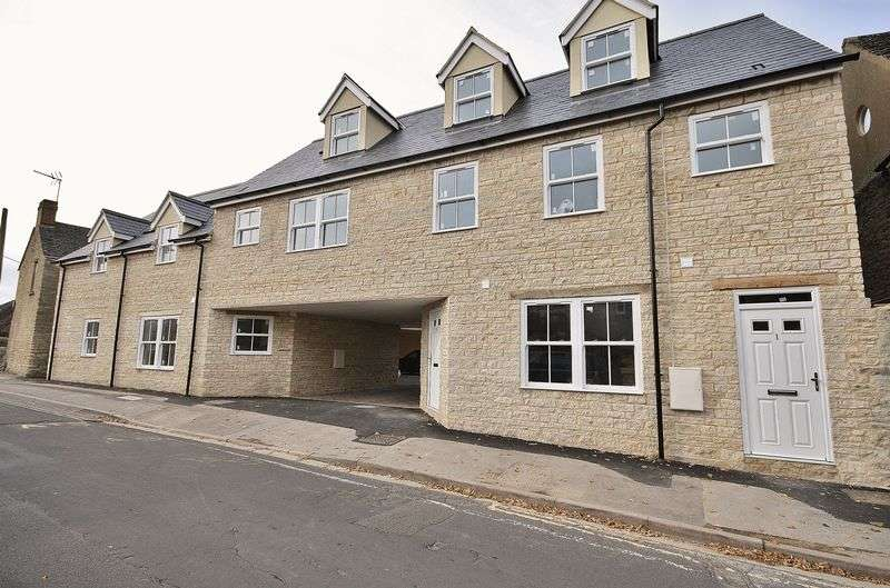 2 Bedrooms Flat for sale in 6 Jack's Corner The Crofts, Witney Town Centre OX28 4AD