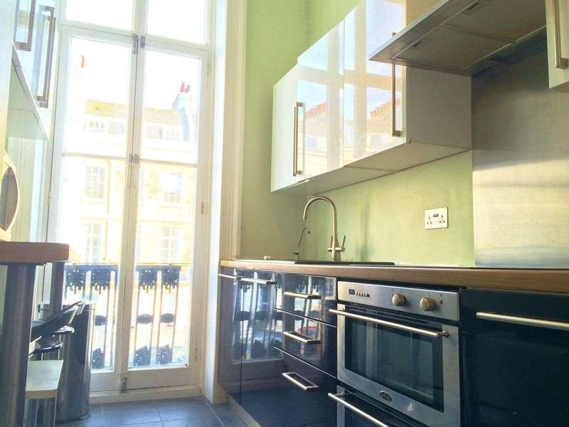 2 Bedrooms Flat for sale in Portland Place, Kemp Town, BRIGHTON