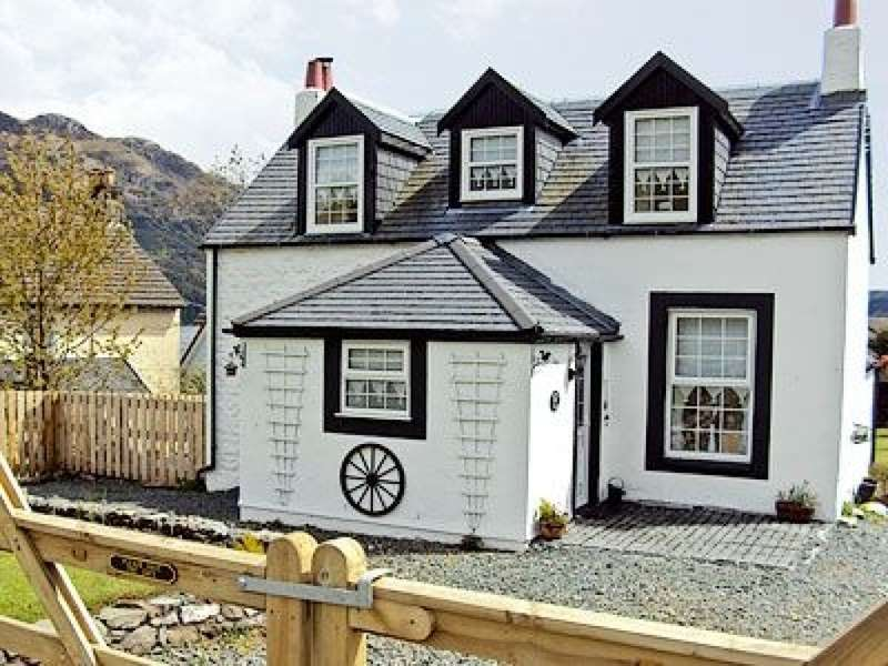2 Bedrooms Cottage House for sale in Woodend Cottage , Carrick Castle, Cairndow, PA24 8AF