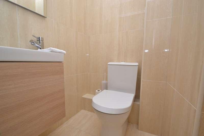 2 Bedrooms Flat for sale in Dean Park