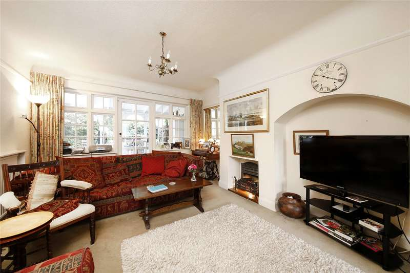 3 Bedrooms Semi Detached House for sale in Waddington Way, London