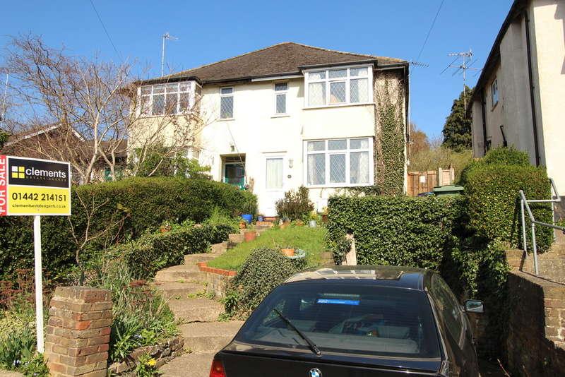 4 Bedrooms Semi Detached House for sale in Corner Hall, Hemel Hempstead