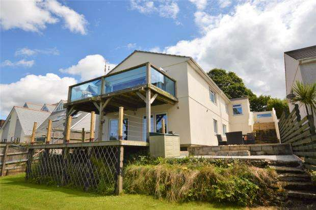 5 Bedrooms Detached House for sale in Herland Court, Herland Road, Godolphin Cross, Helston