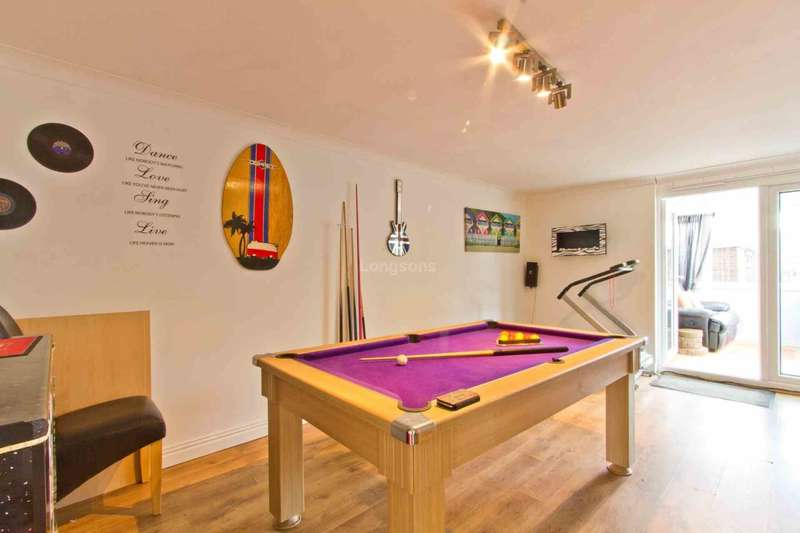 4 Bedrooms Link Detached House for sale in Mount Close, Swaffham