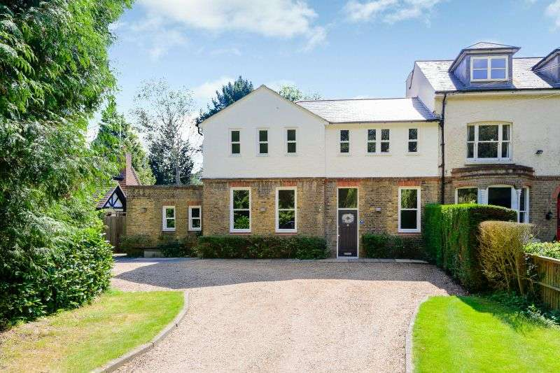4 Bedrooms Semi Detached House for sale in Nottingham Road, Heronsgate, Chorleywood, WD3 5DP