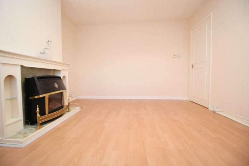 2 Bedrooms Flat for rent in Montrose Road, Feltham, TW14