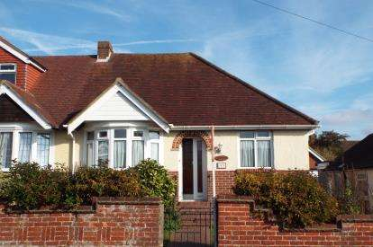 2 Bedrooms Bungalow for sale in Portchester, Hampshire