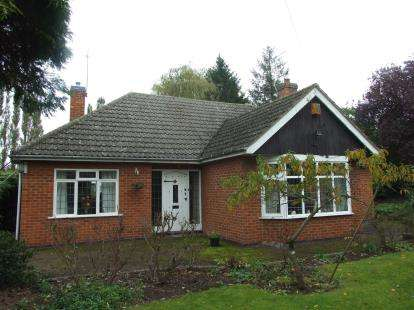 3 Bedrooms Bungalow for sale in Golf Road, Radcliffe-On-Trent, Nottingham