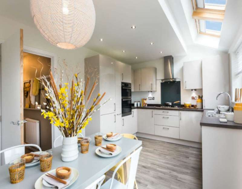 2 Bedrooms Flat for sale in 2a Fairfield Avenue, Staines.