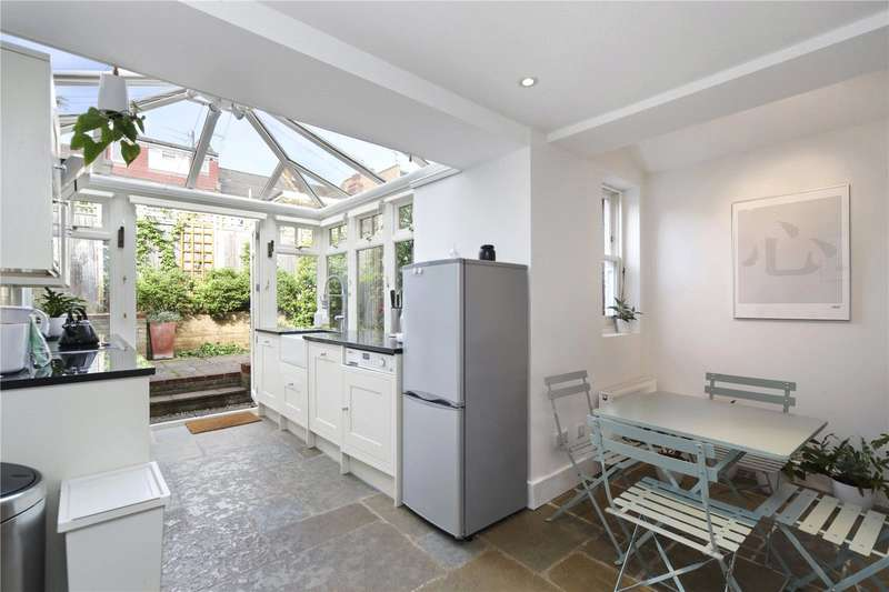 2 Bedrooms Flat for sale in Douglas Road, London, NW6