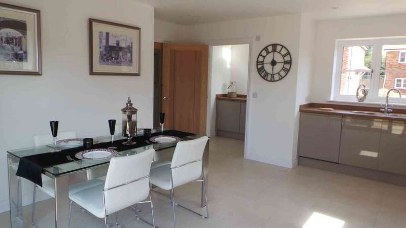 4 Bedrooms Detached House for sale in Tyland Mews, Sandling