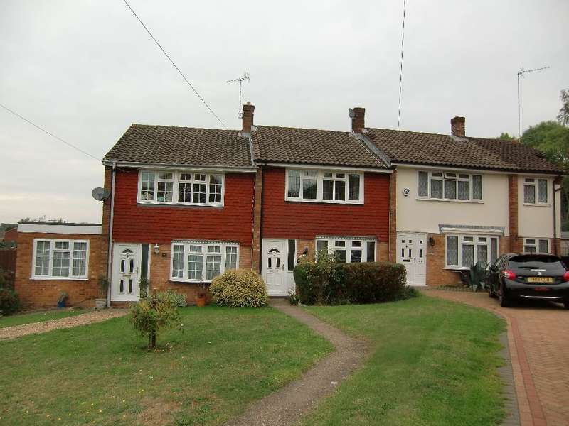 3 Bedrooms Terraced House for sale in Chichester Way, Watford, Herts, WD25