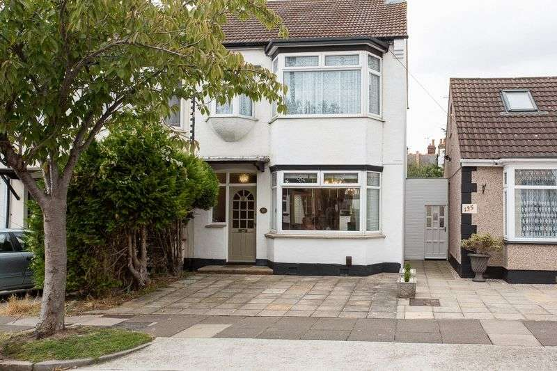 3 Bedrooms Terraced House for sale in Northview Drive, Westcliff-On-Sea