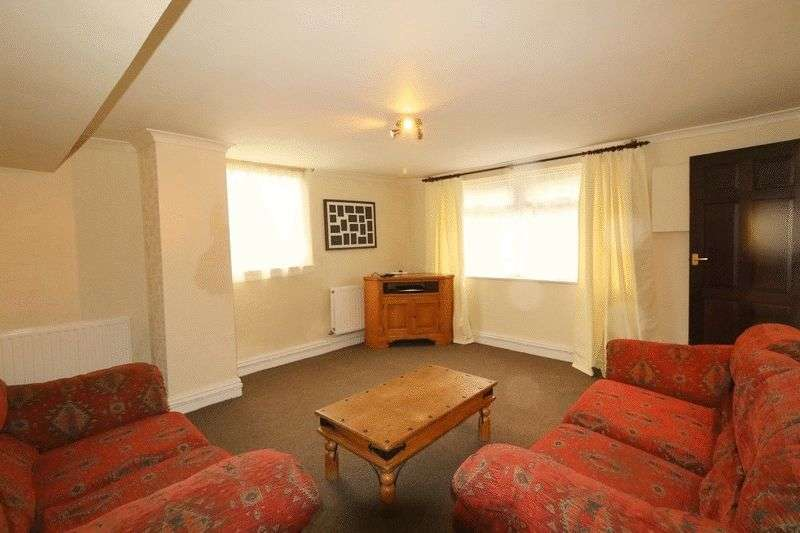 1 Bedroom Flat for sale in Rochdale Road East, Heywood, OL10 1PX