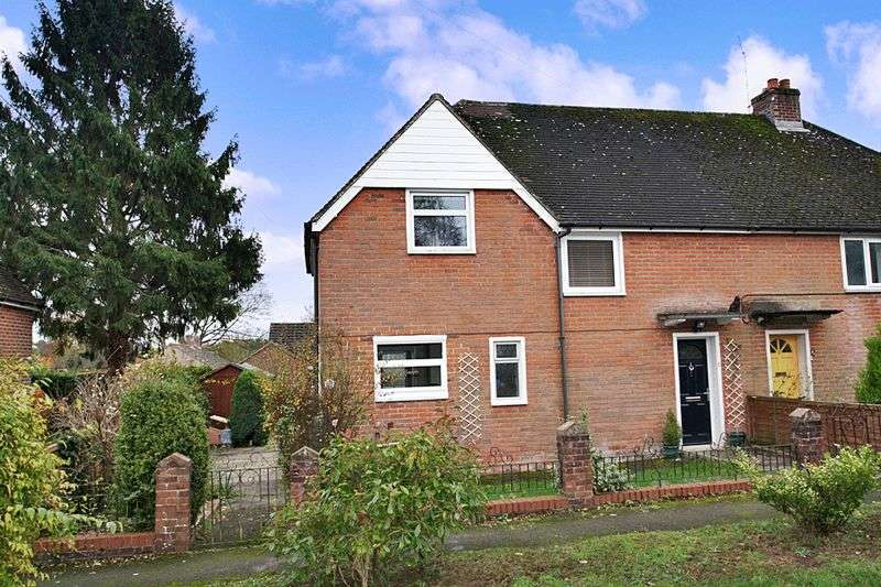 3 Bedrooms Semi Detached House for sale in Hollands Close, Winchester