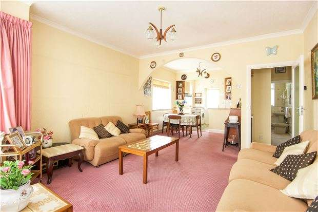 2 Bedrooms Semi Detached Bungalow for sale in Parkfields Avenue, KINGSBURY, NW9 7PG
