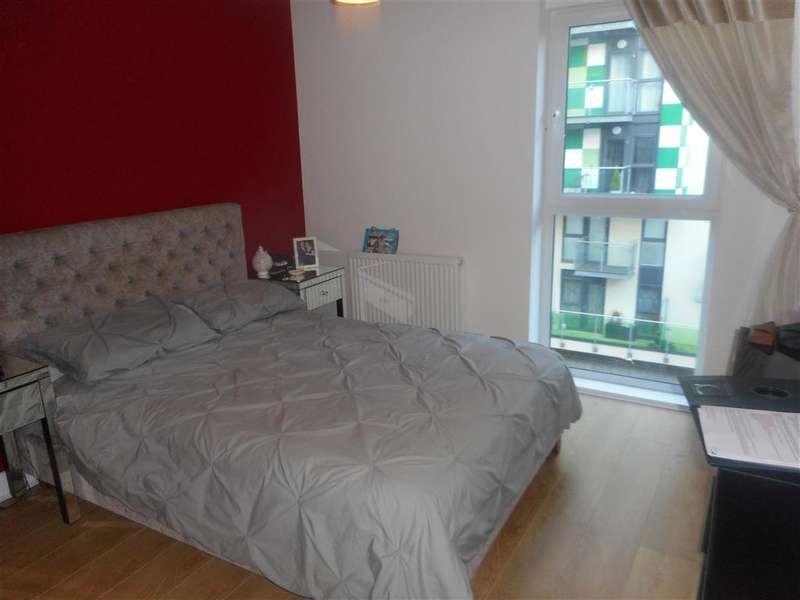 2 Bedrooms Flat for sale in Academy Way, Dagenham, Essex