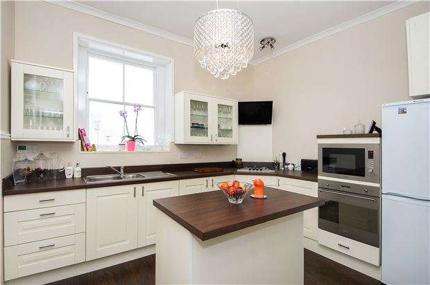 2 Bedrooms Flat for sale in Glenure Court Cirencester Road, GL53