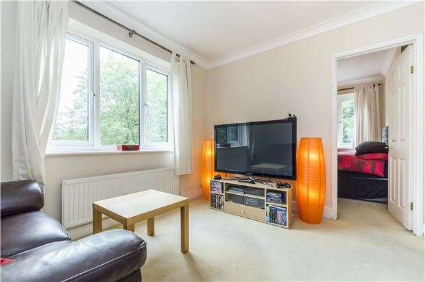 2 Bedrooms Flat for sale in Romanby Court, Mill Street, REDHILL, Surrey, RH1 6PA
