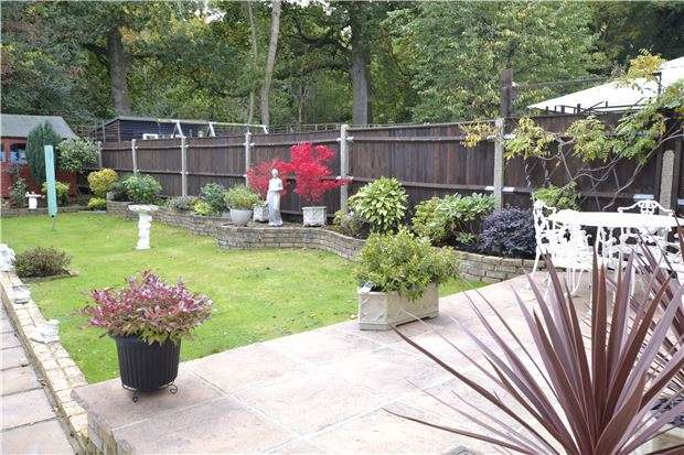 3 Bedrooms Semi Detached House for sale in Lockesley Drive, ORPINGTON, Kent, BR5 2AD