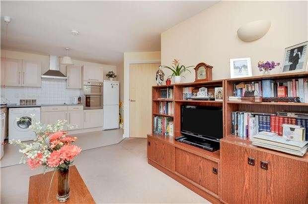 2 Bedrooms Flat for sale in Moorlands, Beddington Gardens, WALLINGTON, SM6 0JF