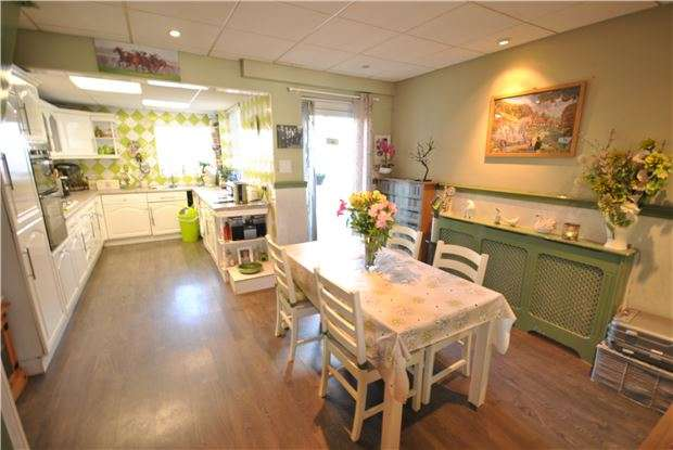 2 Bedrooms Terraced House for sale in Luckwell Road, Ashton, Bristol, BS3 3HB