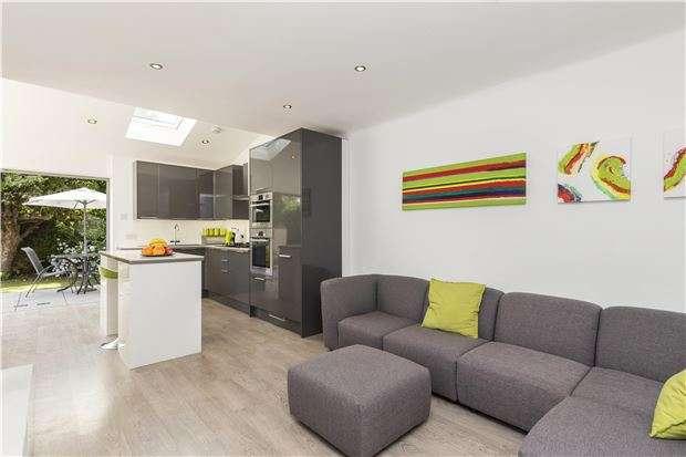 4 Bedrooms Semi Detached House for sale in Camborne Road, MORDEN, Surrey, SM4 4JJ