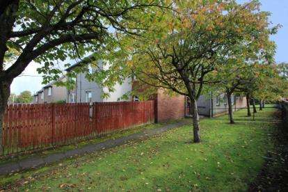 2 Bedrooms Flat for sale in Bennett Place, Polmont