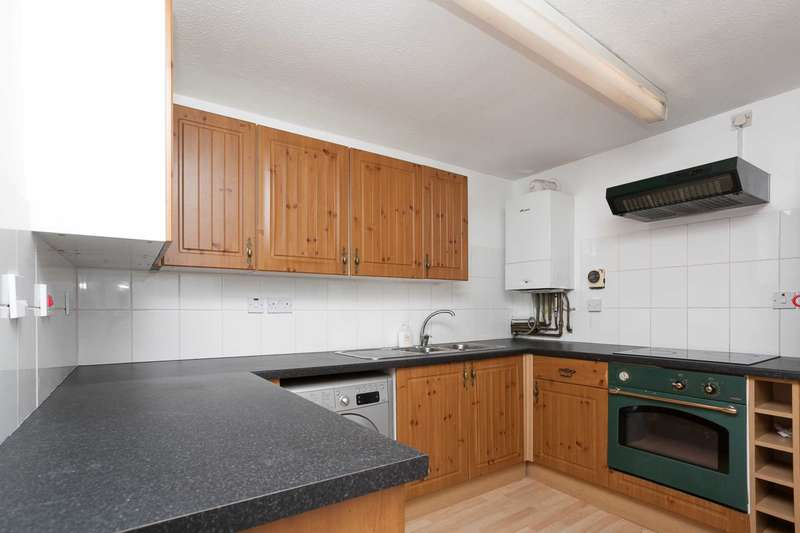 3 Bedrooms Maisonette Flat for sale in Forest Close, Roffey