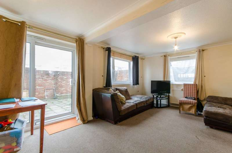 3 Bedrooms Flat for sale in Hadrians Ride, Enfield, EN1