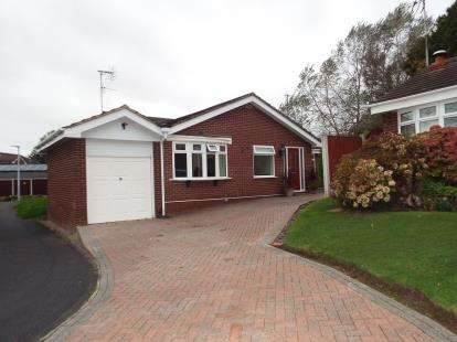 3 Bedrooms Bungalow for sale in Honister Grove, Beechwood, Runcorn, Cheshire, WA7