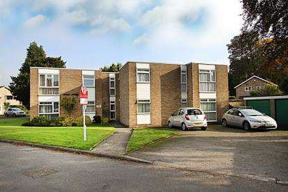2 Bedrooms Flat for sale in Holly Court, Glenthorne Close, Chesterfield, Derbyshire