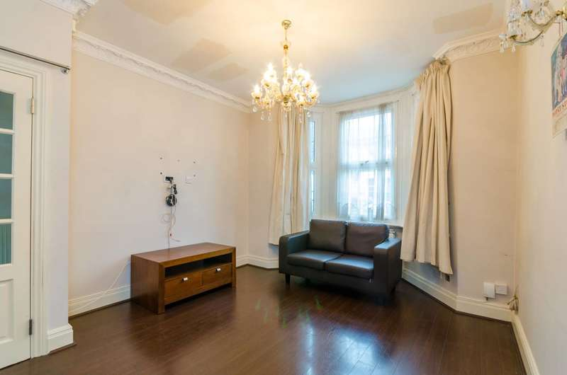 4 Bedrooms House for sale in Churston Avenue, Upton Park, E13