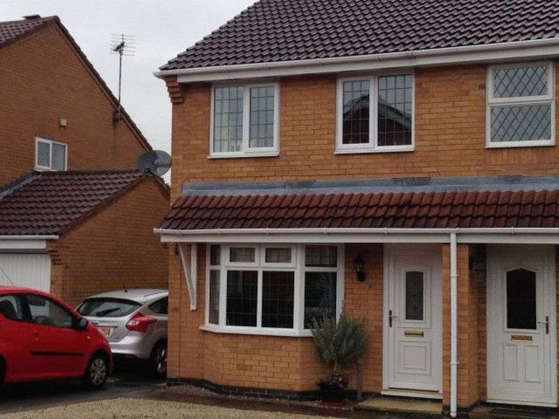 3 Bedrooms Semi Detached House for sale in Windrush Drive, Hinckley