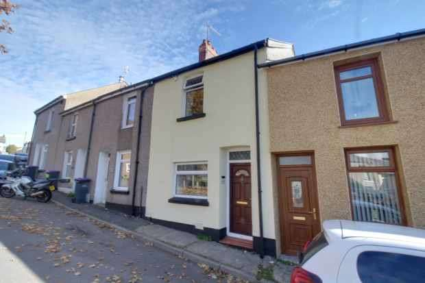 2 Bedrooms Terraced House for sale in Lower Hill Street, Pontypool, Gwent, NP4 9EW