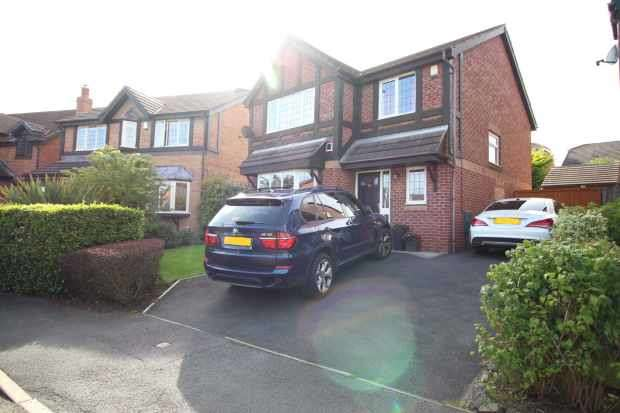 4 Bedrooms Detached House for sale in Heron Way, Blackpool, Lancashire, FY3 8FB