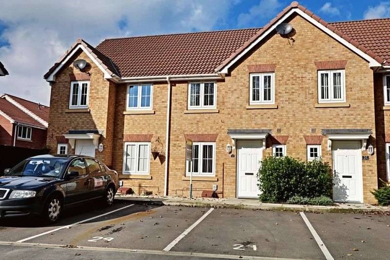 3 Bedrooms Terraced House for sale in Ladybower Way, Kingswood
