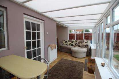 3 Bedrooms Semi Detached House for sale in Shirlaw Close, Newcastle upon Tyne, Tyne and Wear, NE5