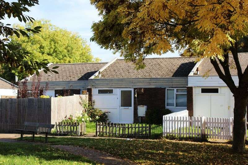 1 Bedroom Bungalow for sale in Mayfield Road, Farnborough