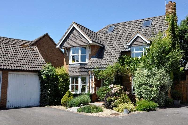 5 Bedrooms Detached House for sale in Longthorn, Backwell Vale