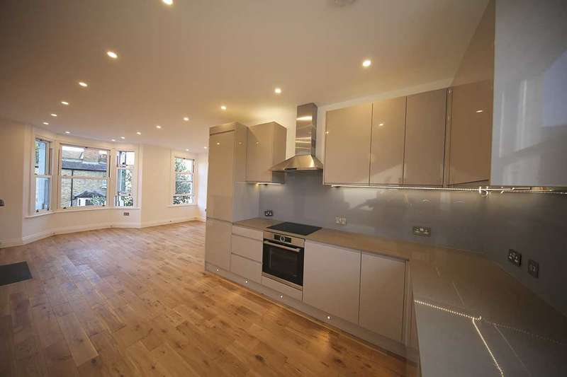 2 Bedrooms Apartment Flat for sale in Charteris Rd