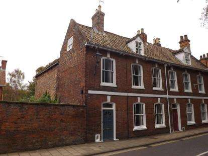 4 Bedrooms Town House for sale in Westgate, Louth, Lincolnshire