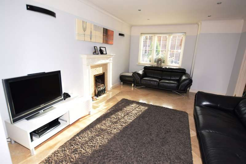 4 Bedrooms Detached House for sale in Chadstone Close, Monkspath