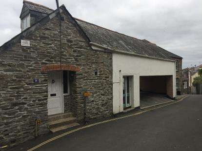 3 Bedrooms Flat for sale in Mill Road, Padstow, Cornwall