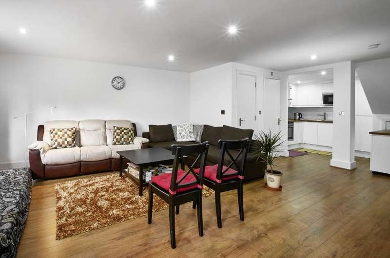 2 Bedrooms Flat for sale in Galaxy Building, Canary Wharf, E14